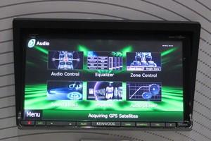 Acessórios para sistemas de som de carros são destaque em feira (Daniel Lomonaco/G1)