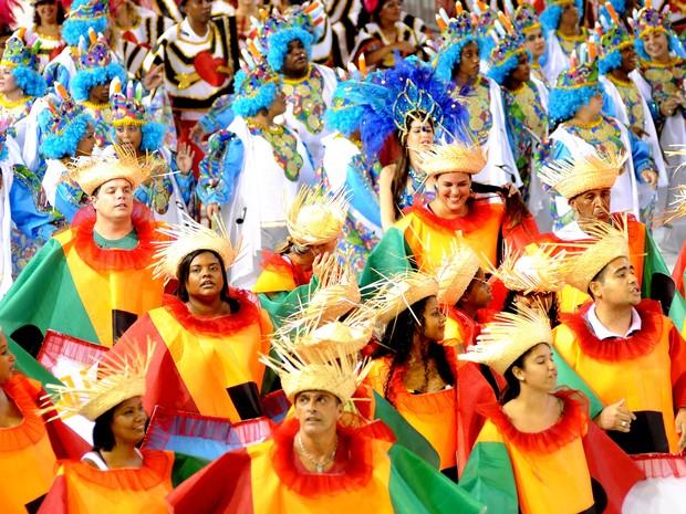 esfile da escola de samba Chega Mais, em 2012 (Foto: Marcos Fernandez / A Gazeta -  01/02/2012)