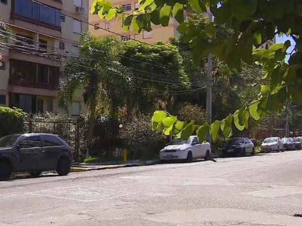 Militar da reserva foi morto em rua do bairro Tristeza, Zona Sul da capital (Foto: Reprodução/RBS TV)