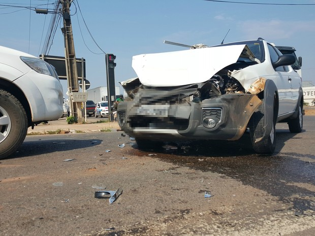 Acidente aconteceu no cruzamento com a avenida Aracajú, em Ji-Paraná (Foto: Pâmela Fernandes/G1)