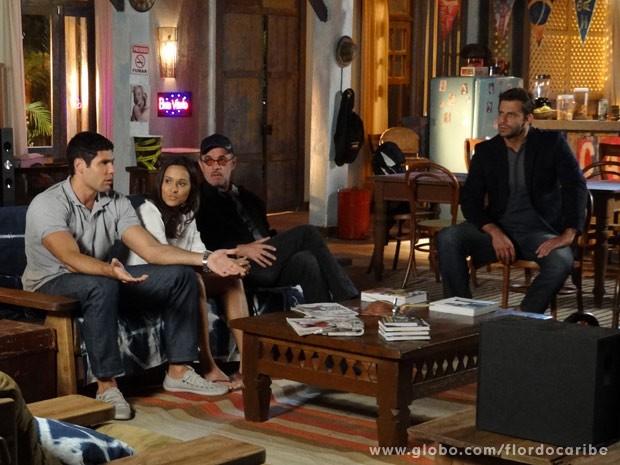 Tenentes decidem ajudar Cassiano (Foto: Flor do Caribe/ TV Globo)