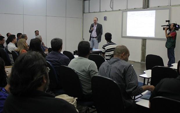 Diretor-executivo de jornalismo da Rede Globo, Mariano Boni, palestrou nesta quarta-feira (18) (Foto: Katiúscia Monteiro/Rede Amazônica)