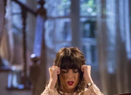 Inácio deixa Lucinda em casa e vai ao recital onde está Maria Vitória!