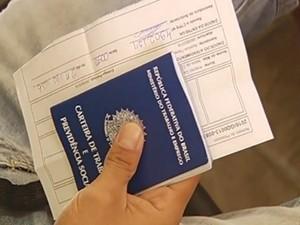 Usuários não retiraram a carteira de trabalho em Catalão, em Goiás (Foto: Reprodução/TV Anhanguera)