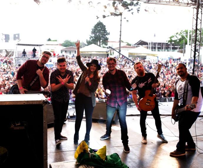 """A banda agitou o público com a música """"A Casa é Sua"""" (Foto: Luiz Renato Correa/RPC)"""