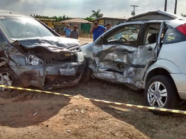 Acidente na BR-101, em Aracruz (Foto: Ariele Rui/ TV Gazeta)