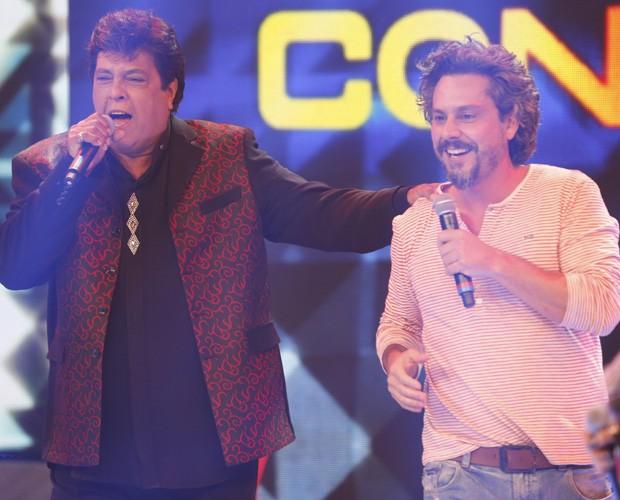 Alexandre Nero é surpreendido com presença de amigos e Magal  (Foto: Ellen Soares / Tv Globo)
