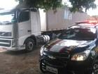 Caminhoneiro é assaltado e bandidos levam carga de R$ 158 mil em MG