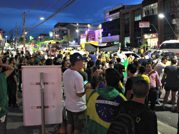 Grupo se réune em posto de gasolina na Avenida Djalma Batista, em Manaus  (Foto: Ive Rylo/ G1 AM)
