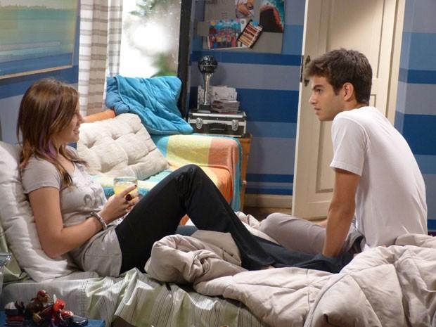 Ih, Gil, se liga porque a Lia não quer problema com a Ju não! (Foto: Malhação / Tv Globo)