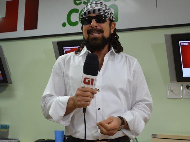Bell Marques faz convite para show em Aracaju (Foto: Marina Fontenele/G1)