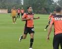 Carlos Eduardo treina e vira opção para o duelo com o Sport, no Recife