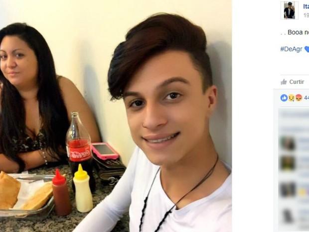 Imagem postada em rede social mostra Itaberli ao lado da mãe (Foto: Reprodução/Facebook)