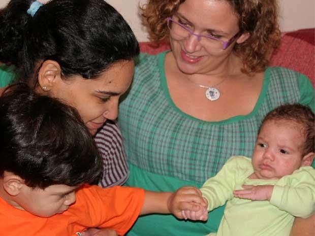 Doula Renata Olah e visita a família de Verônica  (Foto: Verônica Guimarães/ Arquivo Pessoal)