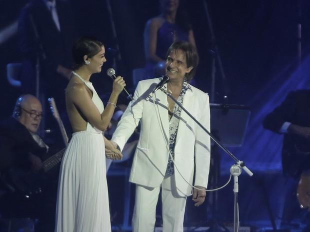 Sophie Charlotte canta com Roberto Carlos em show no Rio (Foto: Marcello Sá Barretto e Alex Palarea/ Ag. News)