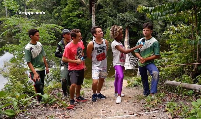 Titia Tal Qual ouve orientações momentos antes de encarar os desafios (Foto: Rede Amazônica)