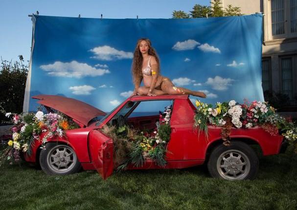 Beyoncé faz ensaio de sua segunda gravidez em estilo bem conceitual (Foto: Reprodução/Beyonce.com)