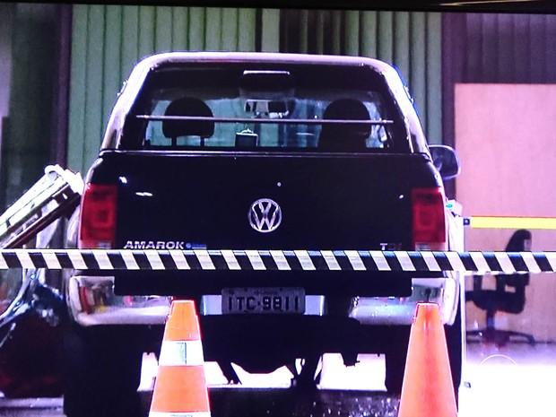 Carro que invadiu sede do Ministério da Fazenda, em Brasília (Foto: TV Globo/Reprodução)