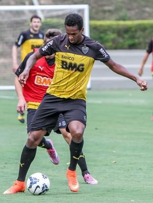 Jô treinou entre os reservas no coletivo desta terça-feira à tarde (Foto: Bruno Cantini / Flickr do Atlético-MG)