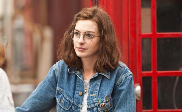 A atriz Anne Hathaway em cena de Um Dia (2011) (Foto: Reprodução)