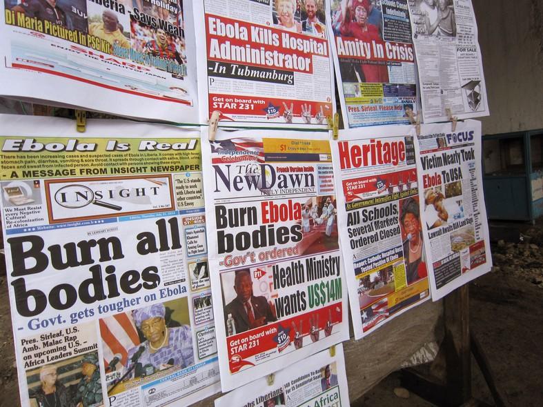 Primeira página dos jornais da Libéria, todos com histórias sobre a maior epidemia de ebola da história. Governo da Libéria anunciou estado de emergência por conta da doença