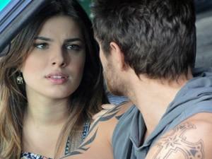"""""""Aí cê vai ver o Gabriel correndo direto pros braços da Alexia!"""", alerta a garota (Foto: Malhação / Tv Globo)"""