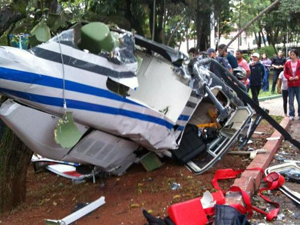 Queda de helicóptero deixou três feridos na tarde desta sexta (Foto: Lucia Andréia Gimenes/VC no G1)