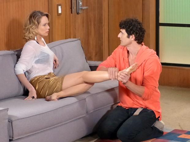Mesmo com casamento de Nando marcado, parece que ainda rola um clima entre os dois (Foto: Guerra dos Sexos/TV Globo)