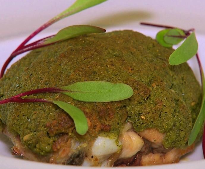 Sobrecoxa com crosta de parmesão e erva-mate Mistura com Rodaika Inspiração (Foto: Reprodução/RBS TV)