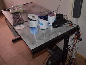 Bandidos também levaram o computador com as imagens da central de monitoramento, armas e rádios dos vigilantes (Foto: Walter Paparazzo G1/PB)