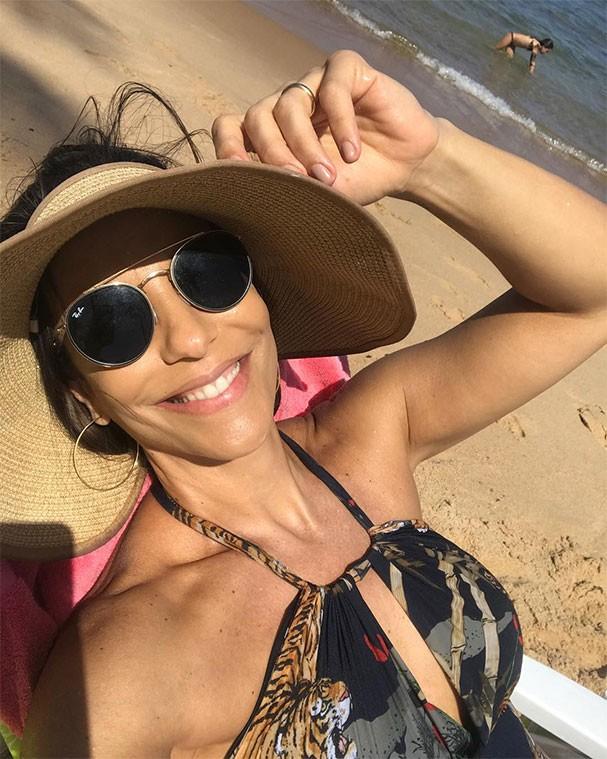 Ivete Sangalo se diverte na praia (Foto: Reprodução/Instagram)