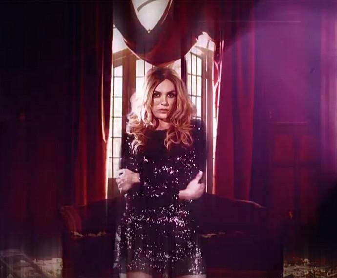 Monica Iozzi interpreta modelo em abertura da novela Verdades Secretas (Foto: Vídeo Show / Gshow)