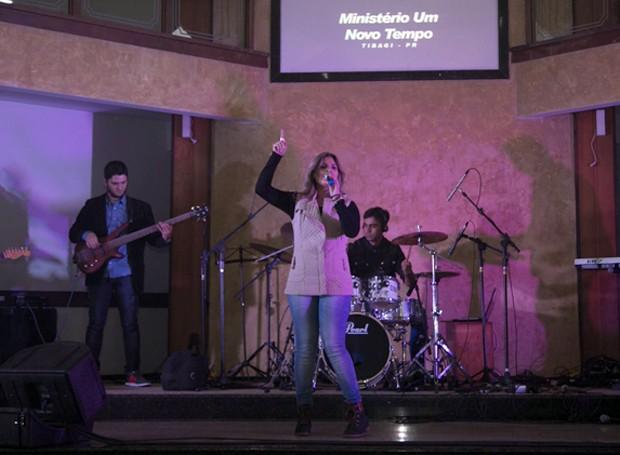 Ministério Um Novo Tempo, de Tibagi, encantou o público com muita adoração (Foto: Fotográfia Impact Filmes)