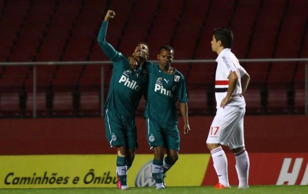 Goiás comemora gol sobre São Paulo (Foto: Marcos Bezerra/Agência Estado)