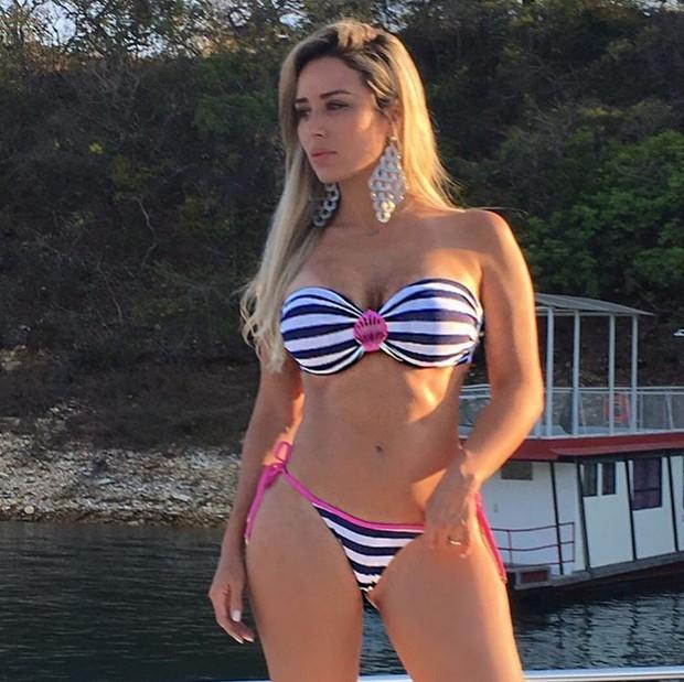 Ex-BBB Letícia Santiago coloca o bronzeado em dia (Foto: Reprodução/Instagram)