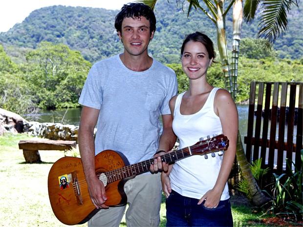 Sergio Guizé e Nathalia Dill dão palinha de música que cantam em cena na pele de Caíque e Laura (Foto: Fábio Rocha/ Gshow)
