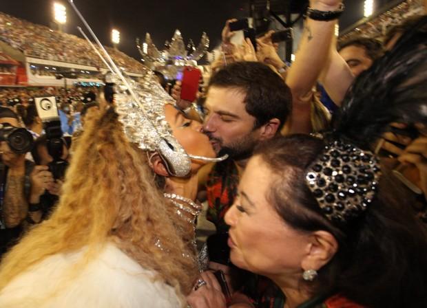 Sabrina Sato beijando o namorado, Duda Nagle (Foto: Marcos Serra Lima / EGO)