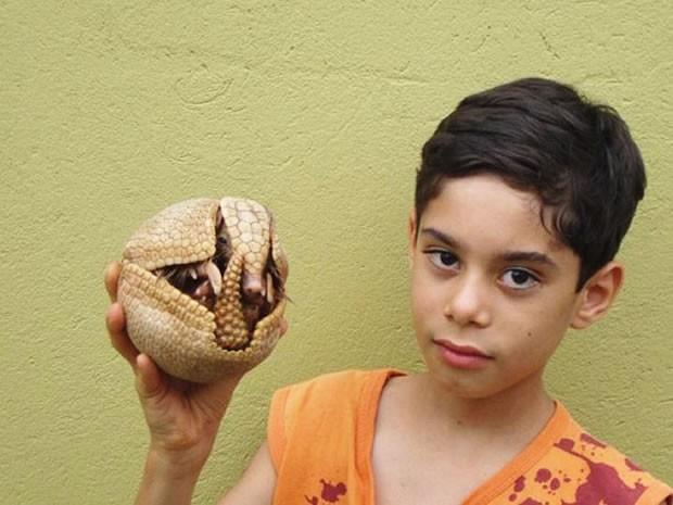 Ricardo diz que é apaixonado pela natureza e assim que viu animal o soltou em seguida (Foto: Airton Rosan/ VC no G1)