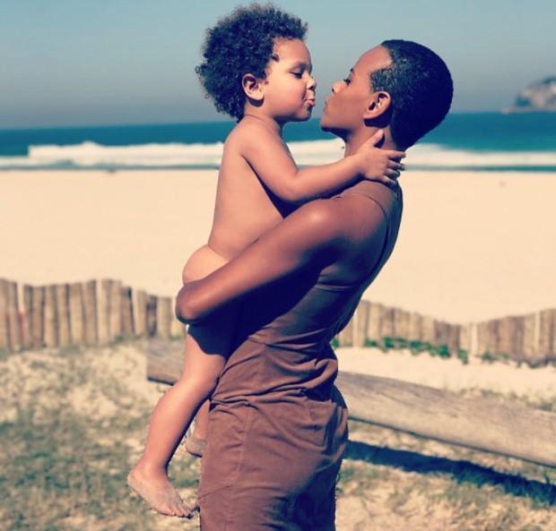 Aline e o filho Antonio (Foto: Reprodução)