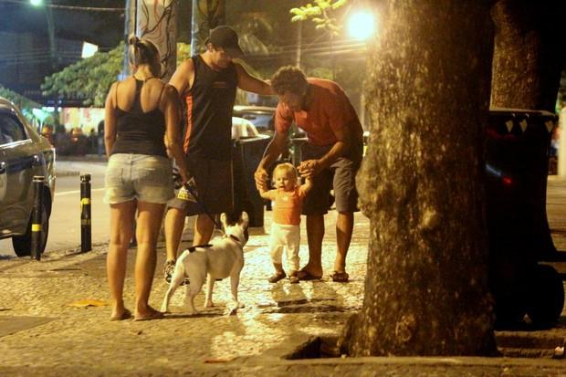 Guga Coelho com a filha, Bruna, na Zona Oeste do Rio (Foto: Delson Silva/ Ag. News)