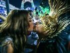 Sabrina Sato e Claudia Leitte dão selinho após desfile no Rio