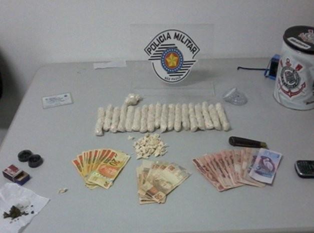 Polícia Militar apreende porções de cocaína em Porto Feliz, SP Cocaina