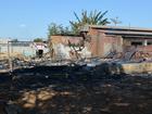 Casa de madeira é destruída pelo fogo no Setor 8, em Vilhena, RO