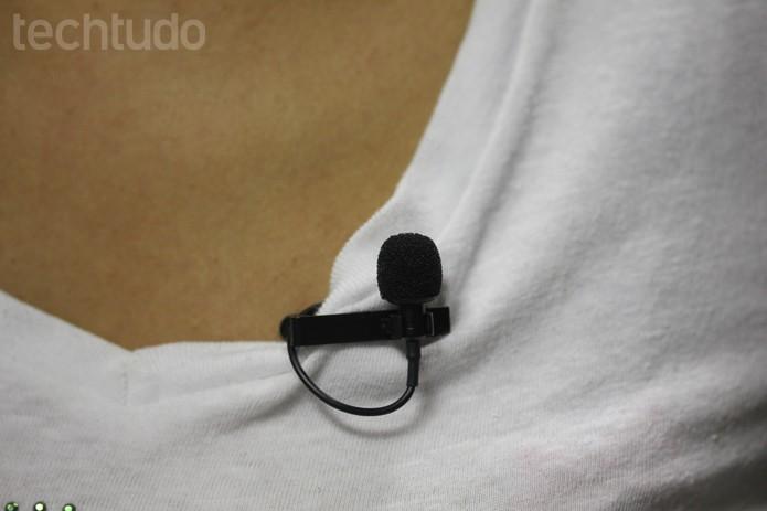 Microfone de lapela da Shure tem ótimo aproveitamento se usado sempre preso à roupa (Foto: Melissa Cruz / TechTudo)