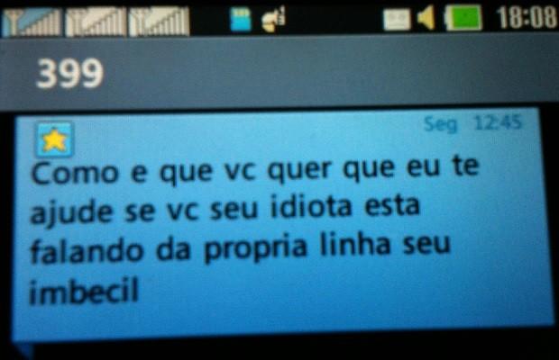 Cliente é chamado de idiota e imbecil em SMS enviado pela Oi, em Goiânia, Goiás (Foto: Arquivo pessoal)