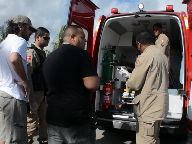 Segundo informações do sargento Genilson, do Resgate, o homem sofreu uma pancada na região do tórax e foi levado para o Hospital de Emergência e Trauma de João Pessoa para ser examinado (Foto: Walter Paparazzo/G1)