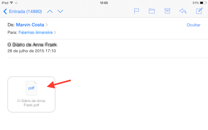 Abrindo um e-mail com um documento em PDF para enviá-lo para o iBook do iPad (Foto: Reprodução/Marvin Costa)