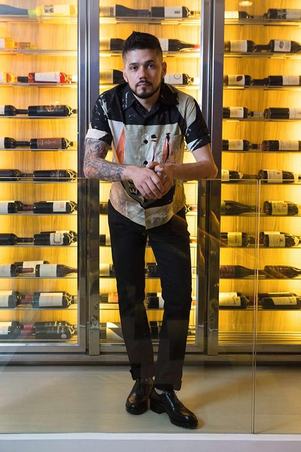 Curitiba, Parana, Brasil, 15 de setembro de 2017.                 Legenda: Chef Lenin Palhano, do restaurante Nomade, em Curitiba.                    Foto: Guilherme Pupo. (Foto: Deco Cury Styling Gabriel Feriani e  Matheus Pallos)