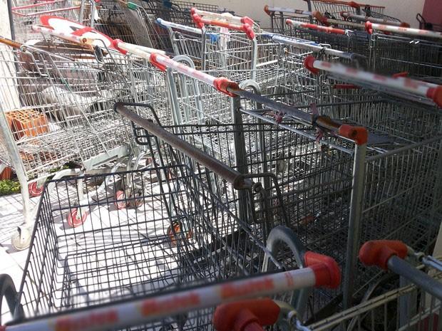 Cerca de 80 carrinhos foram recolhidos pela Guarda Municipal (Foto: Guarda Municipal/Divulgação)