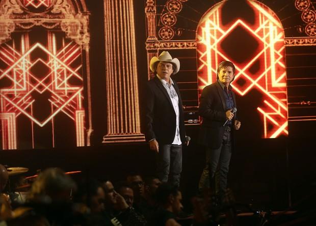 Chitãozinho e Xororó em gravação de DVD (Foto: Iwi Onodera/EGO)
